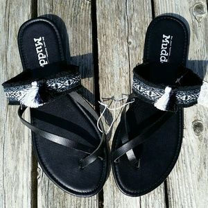 9/10 Criss Cross Mudd Festival Sandals NWT!